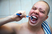 Man brushing teeth — Stock Photo