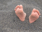 Feet in sand — Stockfoto