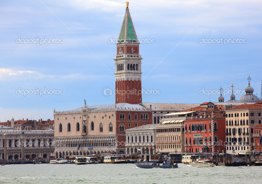 View of St. Marco tower and doge's palace in Venice, Italy — Stock Photo #12605498