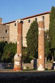 Exibição de colunas romanas, trieste — Fotografia Stock