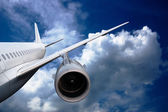 Airplane flying down — Stock Photo