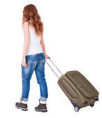 Bakifrån walking kvinna med resväska. — Stockfoto