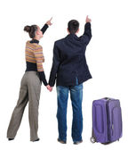 Couple traveling with suitcas — Stock Photo