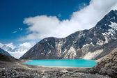 Beautiful snow-capped mountains with lake — Stock Photo