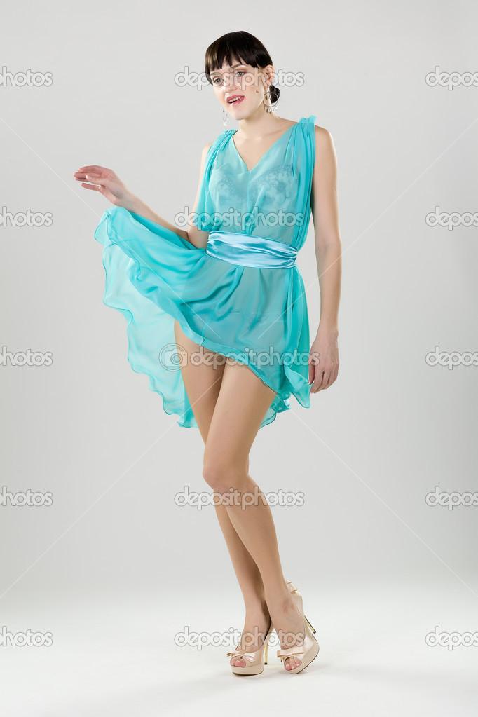 绿松石穿裙子的女孩 - 图库图片