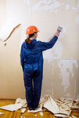 Worker removes old wallpaper — Stock Photo