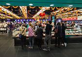 Mensen in het winkelcentrum — Stockfoto