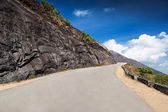 Good road in the mountains — Stockfoto