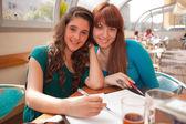 Vrouwen studeren — Stockfoto