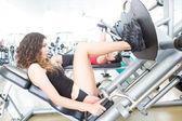 Mulher no ginásio — Fotografia Stock