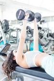 Mulher no ginásio — Foto Stock