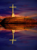 Cross silhouette and the clouds at sunset with reflection — Stock Photo