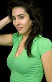 Jeune beau brunette portrait sur fond noir — Photo
