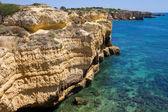 Skalnaté pobřeží algarve, na jihu portugalska — Stock fotografie