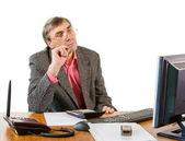 Człowiek biznesu w biurze pracuje przy komputerze — Zdjęcie stockowe