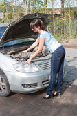 Woman a driver inundates water in the side of car — ストック写真