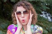 Jeune femme, lunettes de soleil — Photo