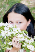 Young beautiful woman on nature by a canicular sunny day — Stock Photo