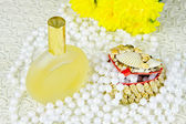 Small box, spirits and beads of pearls — Stockfoto