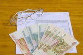 Form of post-office order, Russian roubles and glasses — Stock Photo
