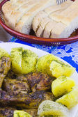 Fried hen with the boiled potato and sliced on a dish — 图库照片