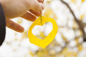 Hand holding yellow leaf — Stock Photo