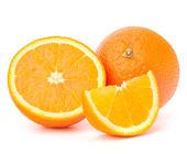 Ganze orangenfrucht und seine segmente oder cantles — Stockfoto