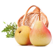 Pear fruit and wicker basket isolated on white background cutout — Stock Photo