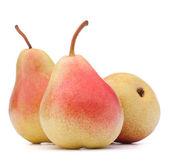 成熟的梨果在白色背景抠图上孤立 — 图库照片