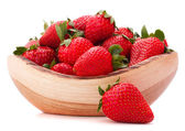 Strawberries in wooden bowl cutout — Stockfoto