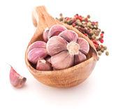 Garlic cloves in wooden bowl — Stock Photo