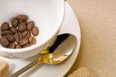 Kaffekopp med bönor — Stockfoto