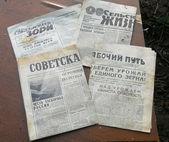 Masa üzerinde eski gazete 1973 — Stok fotoğraf