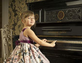 Girl and piano — Stock Photo