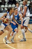 Ekaterina Fedorenkova (5) dribble — Stock Photo