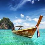 Thai sea with tail boat and beautiful sea — Stock Photo