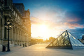 Louvre Museum Paris at sunset — Stock Photo