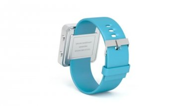 Smartwatch rotates on white background — Stock Video
