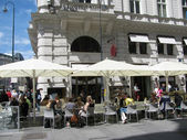 Street cafe in Vienna (Austria) — Стоковое фото
