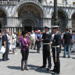 Carabinieri and the tour guide in the Piazza San Marco (Venice, Italy) — Stock Photo