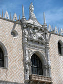 Window at Patriarchal Cathedral Basilica of Saint Mark in Venice (Italy) — Stock Photo