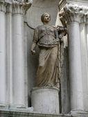 Antiga estátua no palácio do doge (veneza, itália) — Fotografia Stock