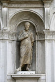 Antique statue in  Doge's Palace ( Venice, Italy) — Photo