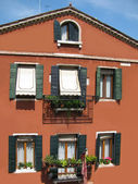 Facade of traditional venetian house (Italy) — Stock Photo