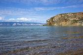 Klidné jezero baykal, mys bodun poblíž vesnice khuzhir — Stock fotografie
