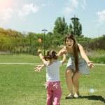 Little girl run to mother — Stock Photo
