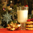 Cup of milk with cookies wrapped by bow — Stock Photo