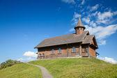 Церковь в альпийской деревне — Стоковое фото