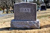 Cmentarzu nagrobek dzień — Zdjęcie stockowe