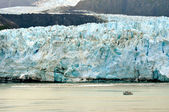 Glacier and Boat — Stock Photo